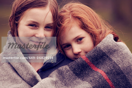Portrait of girls wrapped in a blanket outdoors Stock Photo - Premium Royalty-Free, Image code: 649-06829594