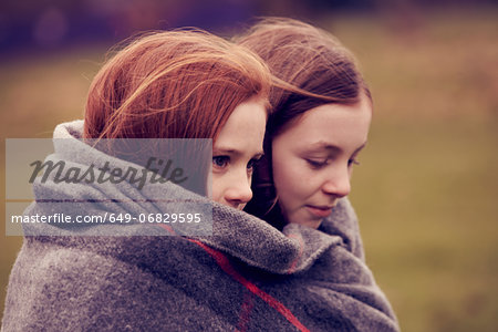 Girls wrapped in a blanket outdoors Stock Photo - Premium Royalty-Free, Image code: 649-06829595