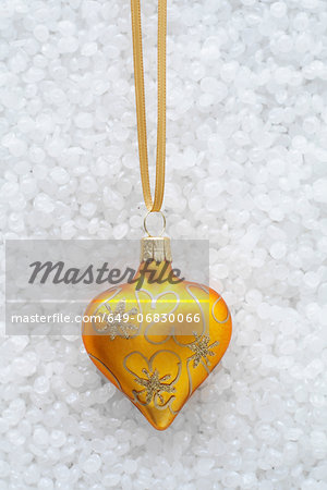 Yellow and gold bauble Stock Photo - Premium Royalty-Free, Image code: 649-06830066