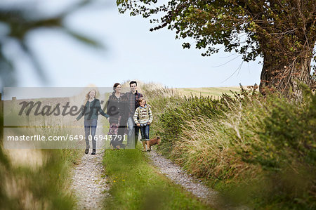 Family walking together on rural road Stock Photo - Premium Royalty-Free, Image code: 649-06943791