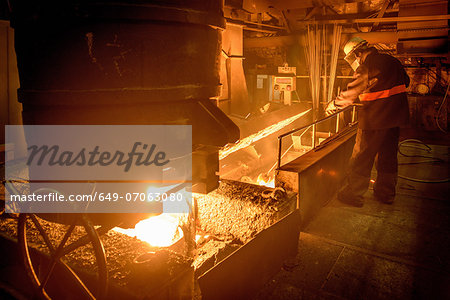 Steel worker attending furnace in steel foundry Stock Photo - Premium Royalty-Free, Image code: 649-07063080