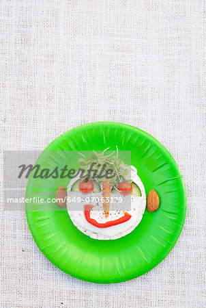 Face made from fresh food on green plate Stock Photo - Premium Royalty-Free, Image code: 649-07063179