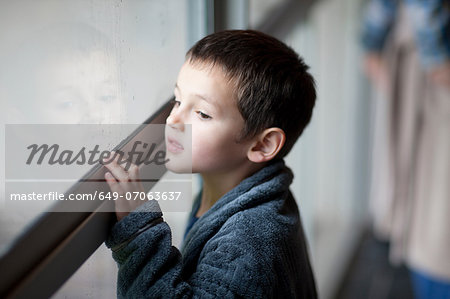Young boy watching through porch window Stock Photo - Premium Royalty-Free, Image code: 649-07063637