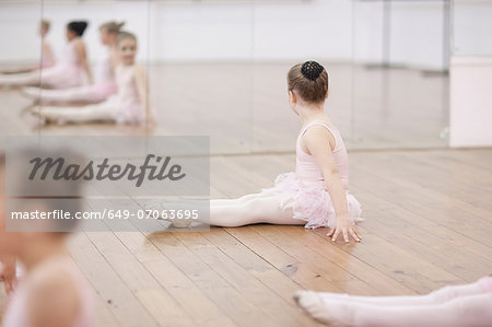 Young ballerina looking at mirror Stock Photo - Premium Royalty-Free, Image code: 649-07063695