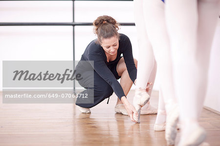 Teacher adjusting teenage ballerinas feet pose Stock Photo - Premium Royalty-Free, Image code: 649-07063712