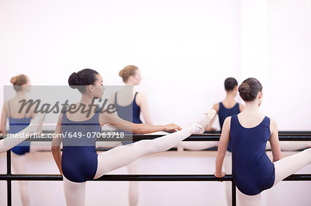 Group of teenage ballerinas practicing at the barre Stock Photo - Premium Royalty-Free, Image code: 649-07063718