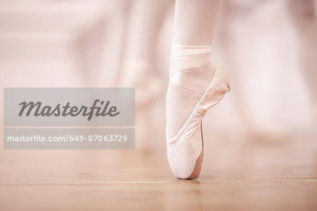 Detail of ballerinas legs in dance studio Stock Photo - Premium Royalty-Free, Image code: 649-07063729