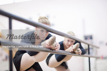 Female ballerinas practicing at the barre Stock Photo - Premium Royalty-Free, Image code: 649-07063736