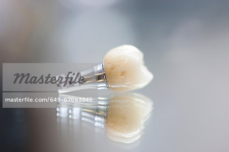 False tooth on reflective background Stock Photo - Premium Royalty-Free, Image code: 649-07063845