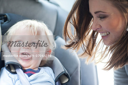 Mother with baby son in back seat of car Stock Photo - Premium Royalty-Free, Image code: 649-07064196