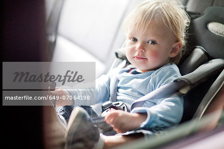 Baby boy in back seat of car Stock Photo - Premium Royalty-Free, Image code: 649-07064198