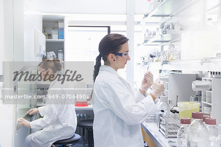 Biology students working in lab Stock Photo - Premium Royalty-Free, Image code: 649-07064908