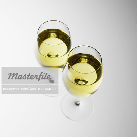 Two glasses of white wine Stock Photo - Premium Royalty-Free, Image code: 649-07065052