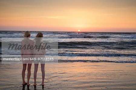 Mother and daughter looking at sunset Stock Photo - Premium Royalty-Free, Image code: 649-07118145