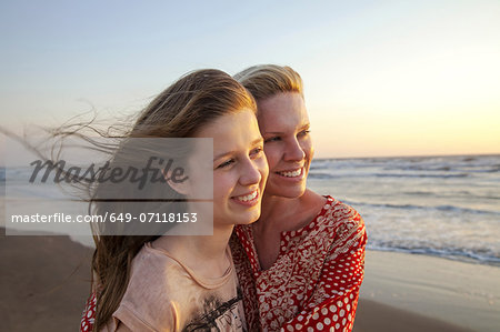 Mother and daughter looking into distance Stock Photo - Premium Royalty-Free, Image code: 649-07118153