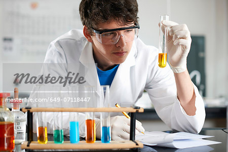 Chemistry student doing experiment Stock Photo - Premium Royalty-Free, Image code: 649-07118447