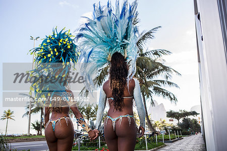 Rear view of samba dancers holding hands, Ipanema Beach, Rio De Janeiro, Brazil Stock Photo - Premium Royalty-Free, Image code: 649-07119512