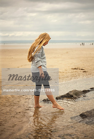 Teenage girl paddling in rock pool Stock Photo - Premium Royalty-Free, Image code: 649-07119886