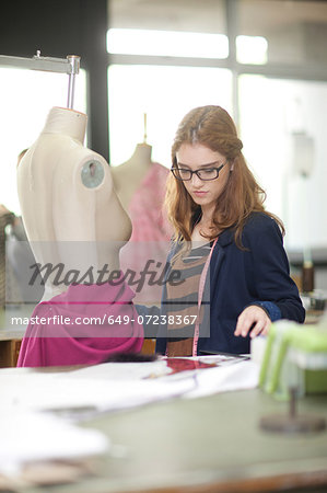 Fashion design student in class Stock Photo - Premium Royalty-Free, Image code: 649-07238367