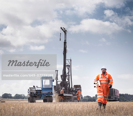 Workers and drilling rig exploring for coal in field Stock Photo - Premium Royalty-Free, Image code: 649-07239188
