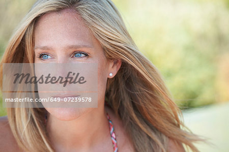 Portrait of mature woman with blonde hair, looking away Stock Photo - Premium Royalty-Free, Image code: 649-07239578