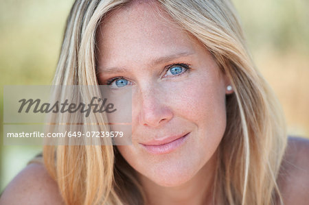 Portrait of mature woman with blonde hair and blue eyes Stock Photo - Premium Royalty-Free, Image code: 649-07239579