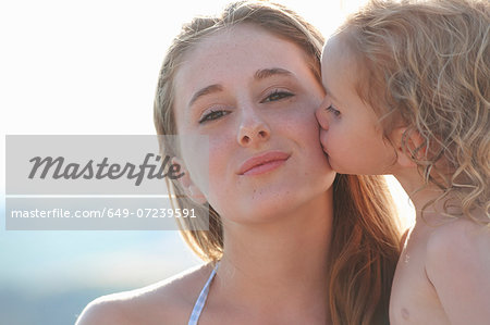 Portrait of young girl kissing older sister Stock Photo - Premium Royalty-Free, Image code: 649-07239591