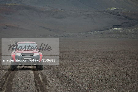 Customised SUV on gravel track, Fjallabak, Iceland Stock Photo - Premium Royalty-Free, Image code: 649-07239688