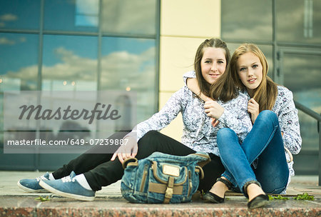 Two young women sitting together Stock Photo - Premium Royalty-Free, Image code: 649-07239887