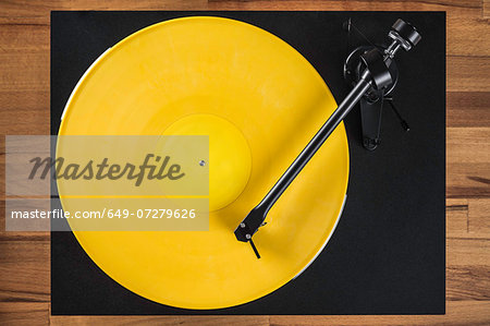 Vintage turntable, high angle Stock Photo - Premium Royalty-Free, Image code: 649-07279626