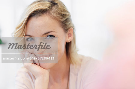 Portrait of mid adult woman with hand on chin Stock Photo - Premium Royalty-Free, Image code: 649-07280413