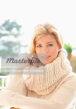 Portrait of mid adult woman in cosy jumper Stock Photo - Premium Royalty-Free, Image code: 649-07436698