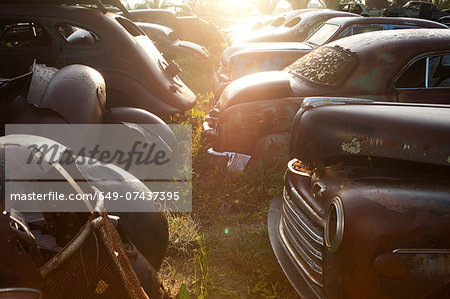 Vintage cars abandoned in scrap yard Stock Photo - Premium Royalty-Free, Image code: 649-07437395