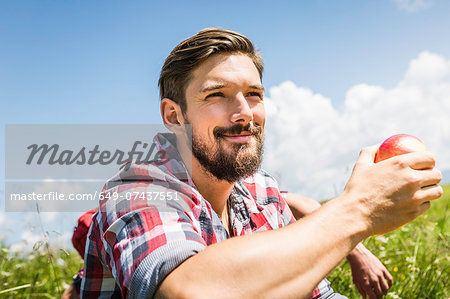 Man holding apple Stock Photo - Premium Royalty-Free, Image code: 649-07437551