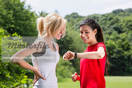 Joggers checking the time Stock Photo - Premium Royalty-Free, Image code: 649-07438054