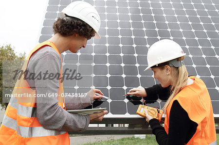 Man and woman working on photo voltaic panels Stock Photo - Premium Royalty-Free, Image code: 649-07438157