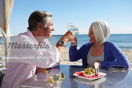 Couple enjoying wine by seaside Stock Photo - Premium Royalty-Free, Image code: 649-07520157