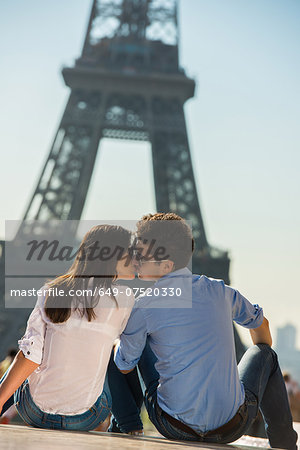 Young couple kissing in front of  Eiffel Tower, Paris, France Stock Photo - Premium Royalty-Free, Image code: 649-07520330