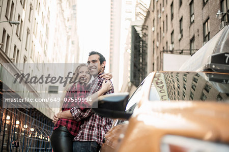 Young couple hugging next to yellow cab, New York City, USA Stock Photo - Premium Royalty-Free, Image code: 649-07559994