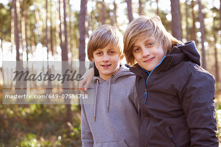 Portrait of twin brothers in forest Stock Photo - Premium Royalty-Free, Image code: 649-07596718