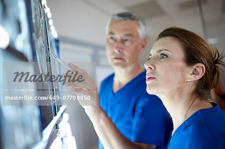 Radiologists looking at brain scans Stock Photo - Premium Royalty-Free, Image code: 649-07709950
