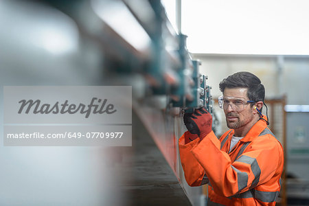 Engineer inspecting marine fabrication used for cable laying, close up Stock Photo - Premium Royalty-Free, Image code: 649-07709977