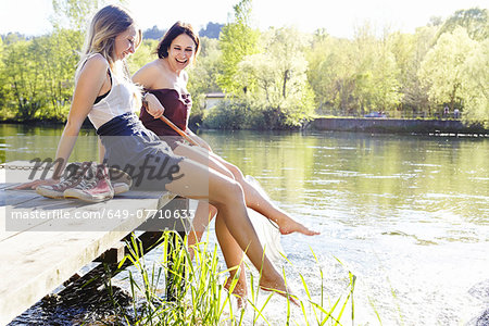 Young women sitting on jetty Stock Photo - Premium Royalty-Free, Image code: 649-07710633