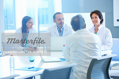 Group of researchers having meeting Stock Photo - Premium Royalty-Free, Image code: 649-07761011