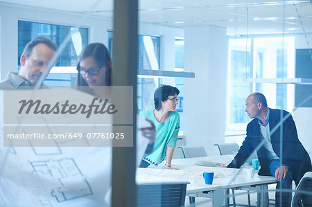 Group of business people having discussion Stock Photo - Premium Royalty-Free, Image code: 649-07761025