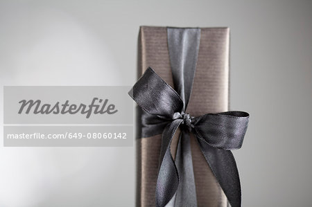 Gift-wrapped box Stock Photo - Premium Royalty-Free, Image code: 649-08060142
