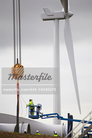 Engineer working on wind turbine Stock Photo - Premium Royalty-Free, Image code: 649-08085573
