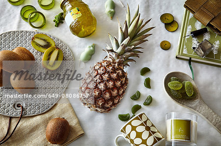 Green colored still life with pineapple and kiwi fruit Stock Photo - Premium Royalty-Free, Image code: 649-08086757