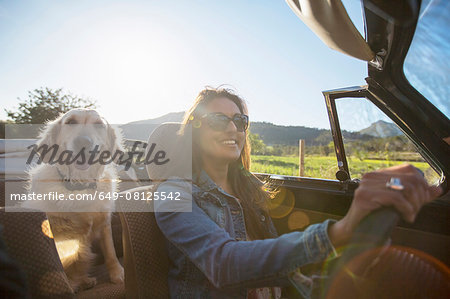 Mature woman and dog, in convertible car Stock Photo - Premium Royalty-Free, Image code: 649-08125542