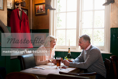 Couple drinking and chatting in pub Stock Photo - Premium Royalty-Free, Image code: 649-08125974